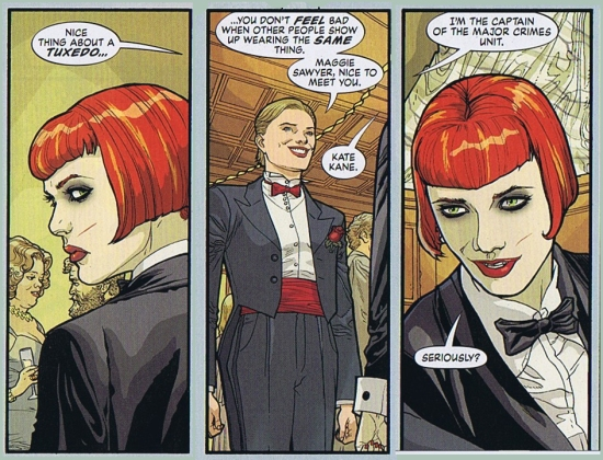 Et likehetstrekk med Kate og Bruce,  begge kler smoking! (DC)