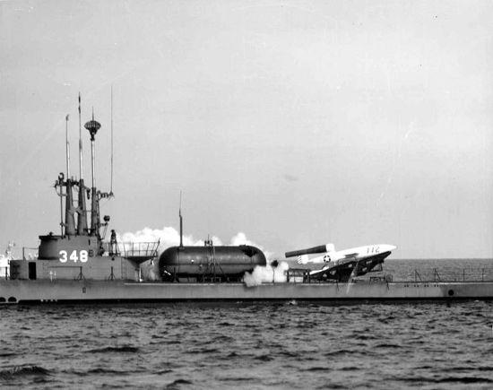 Ubåten USS Cusk (SSG-348) avfyrer en Loon, i 1951. (Wikipedia)