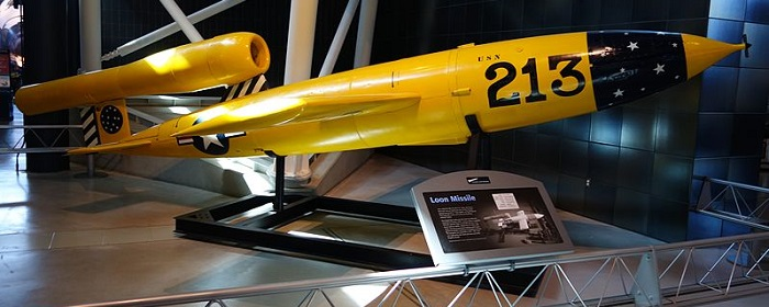 Republic-Ford JB-2 Loon missil utstilt på National Air and Space Museum, Steven F. Udvar-Hazy Center  (Wikipedia)