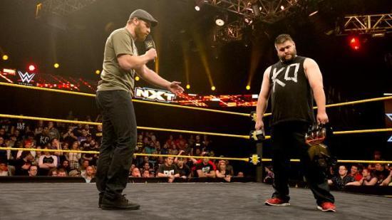 """""""Æresord Kevin, jeg er sikker på at ingen bryr seg om at du har mye mindre penis enn meg."""" (NXT)"""