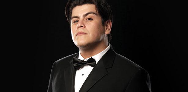 """""""Damas y caballeros, en el camino hacia el cuadrilátero, él es el mejor luchador de la empresa de la WWE, ¡Alberto del Río!""""  (WWE)"""