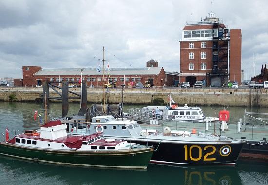 HSL 102 fra RAF. (HSL= High Speed Launch, oppgaven til disse båtene var å plukke opp piloter som var skutt ned over kanalen eller langs kysten)