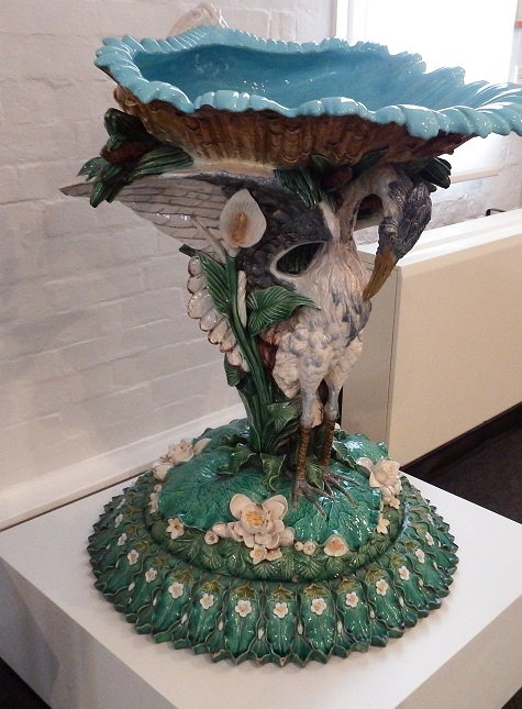 Blant annet var det flere keramikk-fabrikker som produserte utrolige komposisjoner som dette fuglebadet.