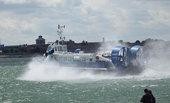 Vi så også ankomsten av hovercraft-tjenesten til Isle of Wight. Visstnok den eneste faste luftputebåt-ruten i Europa.