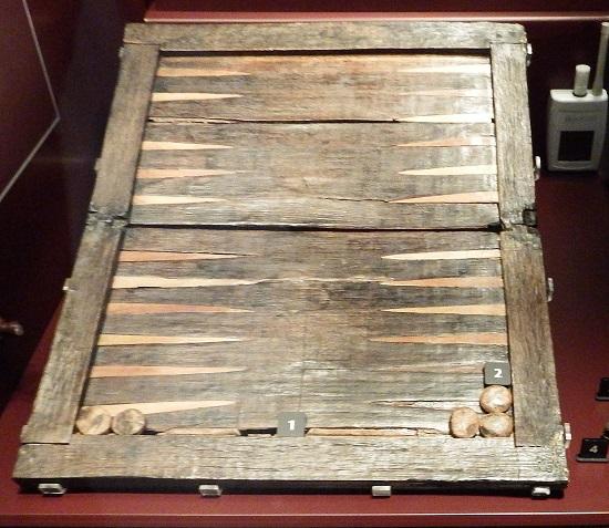 EN av de mange gjenstandene som var funnet i vraket var dette Backgammon-bordet. Brettspill: Også populært på 1500-tallet!