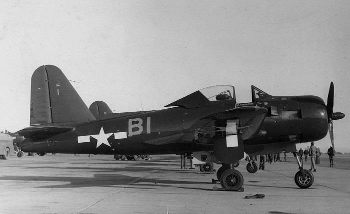 En amerikanske marinen FR-1 Fireball av fighter skvadron VF-66 ved Naval Air Station North Island, California (USA), i 1945. Dette flyet ble tildelt til skvadron CO, LCdr John Gray, som senere ble drept i en mid-air kollisjon som involverer to FR-1s. (Wikipedia)