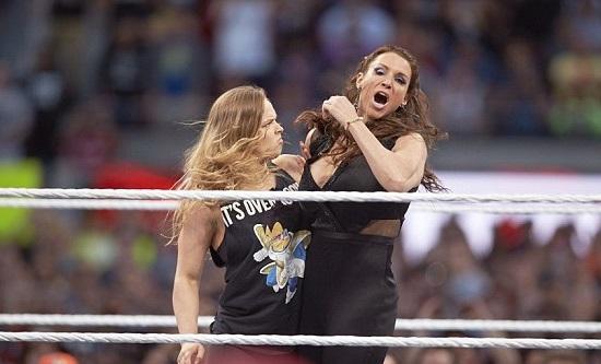 """Stephanie McMahon kan være så mye """"Billion Dollar Princess"""" hun vil,  om man vil ha begge armene sine i behold, ikke tirr på deg """"Rowdy"""" Ronda Rousey..."""