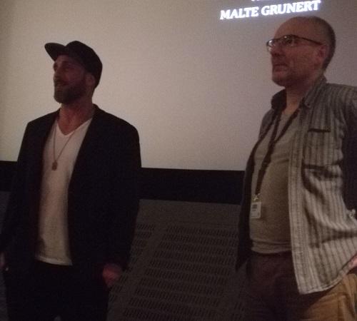 Roland Møller med Kosmoramas filmsjef Ola Lund Renholen til høyre
