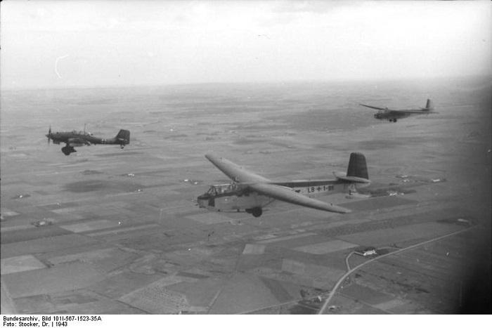 Italien, Lastensegler DFS 230, Ju 87